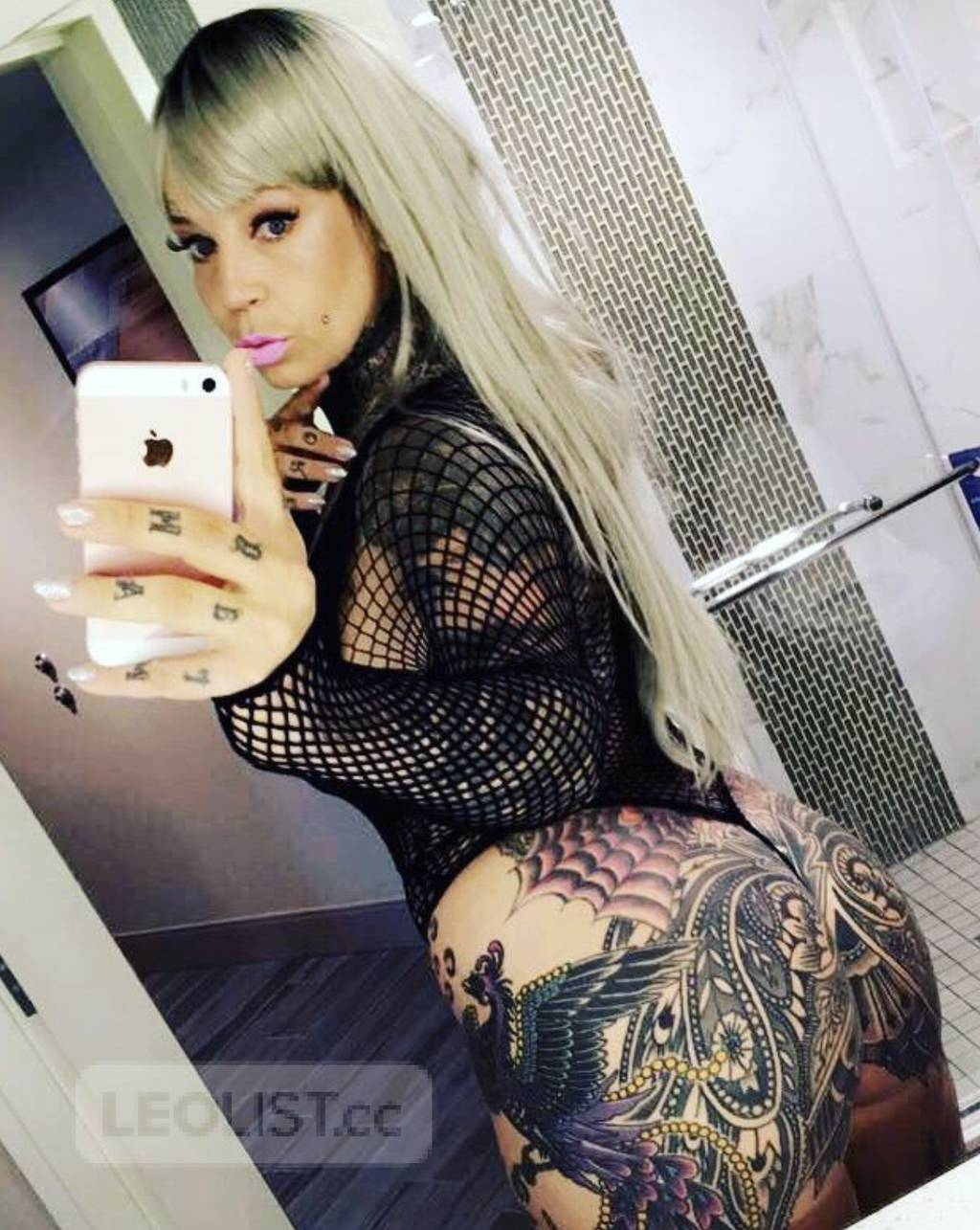 YYZ COME Bath yourself in thick curvy tattooed luxury