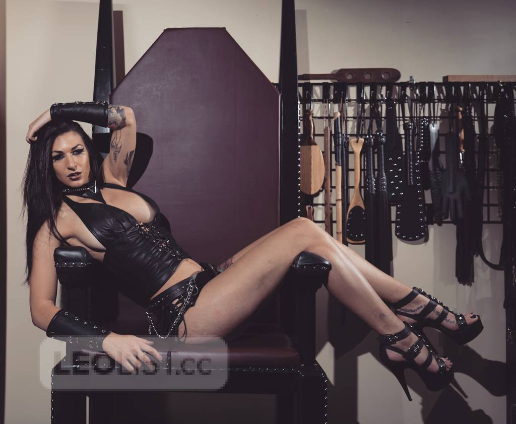 Strict,sensual,strong,sexy. The real dominatrix experience